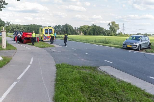 Auto op de kop bij ongeval