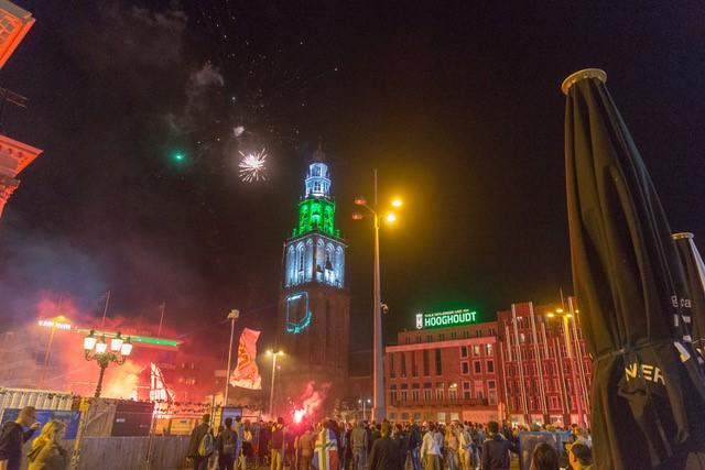 Feestende fans FC Groningen