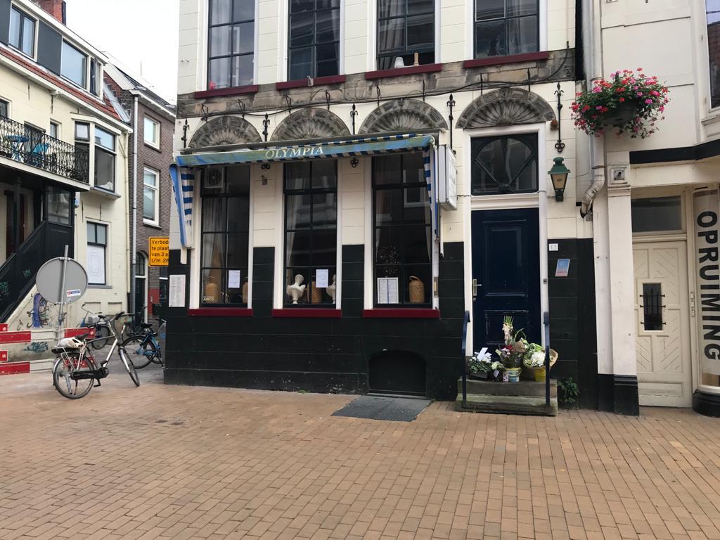 Bloemen voor restaurant Zwanenstraat