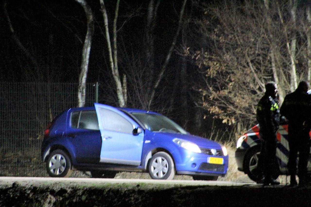 Auto wordt door politie onderzocht