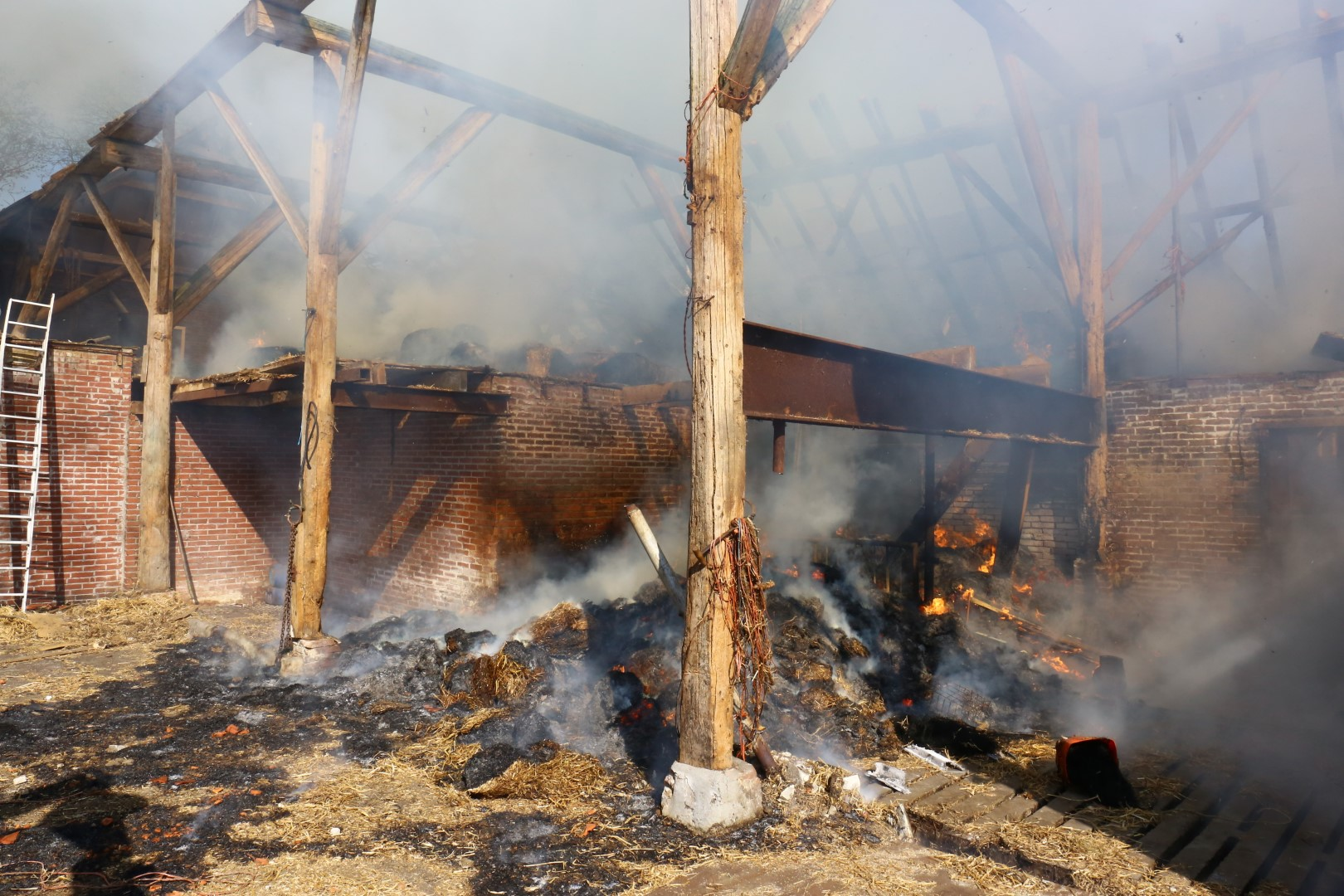 Foto van brand boerderij