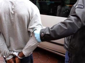 Foto van arrestatie   Archief FBF.nl