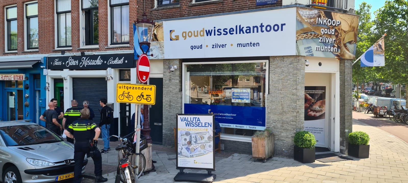 Politie bij gouwdisselkantoor in Amsterdam