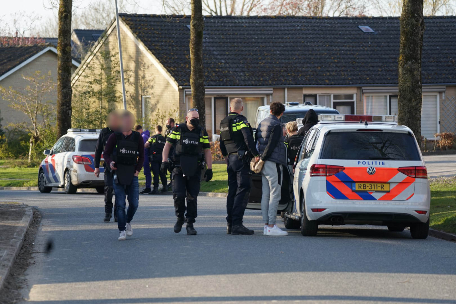 Politie doet vijf aanhoudingen
