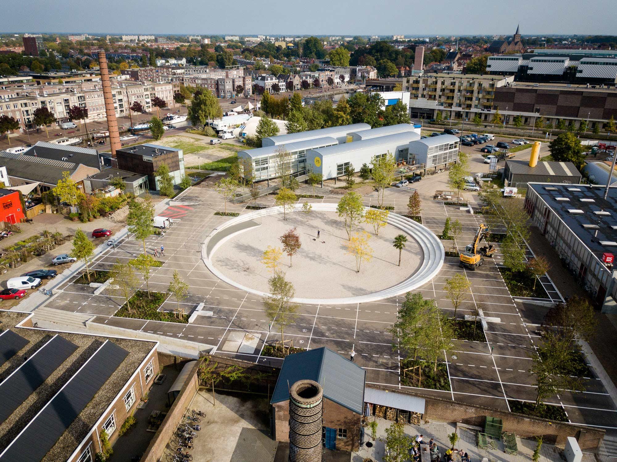 Ontmoeten en elektrisch laden midden in De Nieuwe Stad