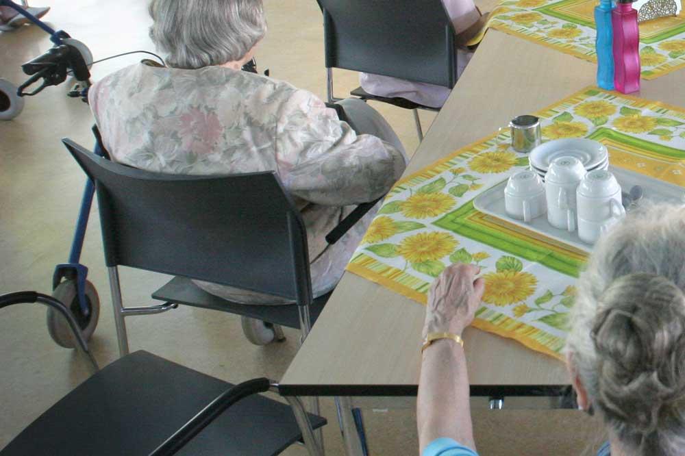 Foto van ouderen in verzorgingstehuis   Archief EHF