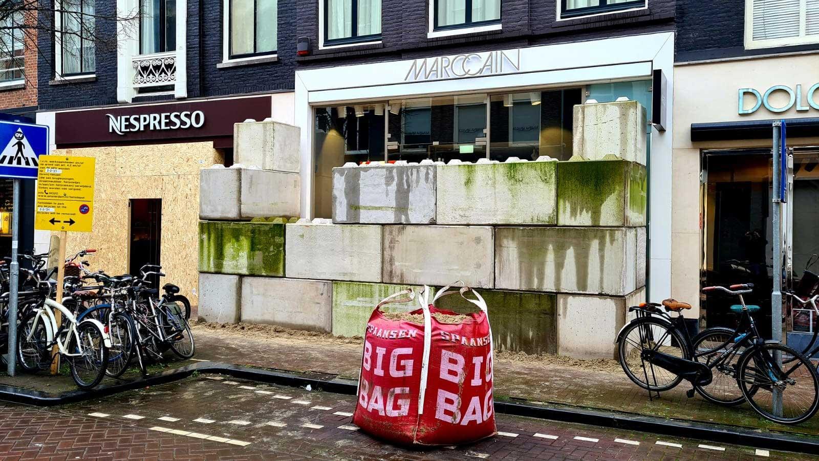betonblokken-pchooft-rellen-winkelpui
