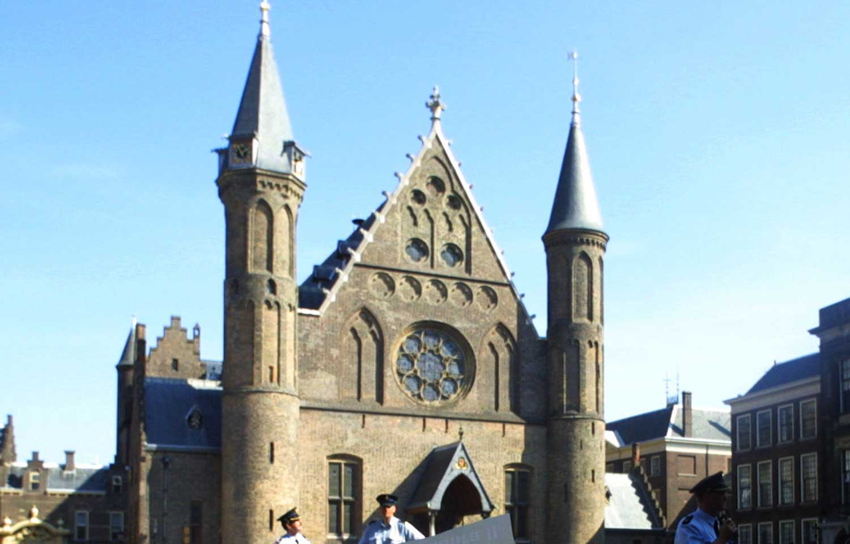 KMar sluit Binnenhof af vanwege verdacht pakketje