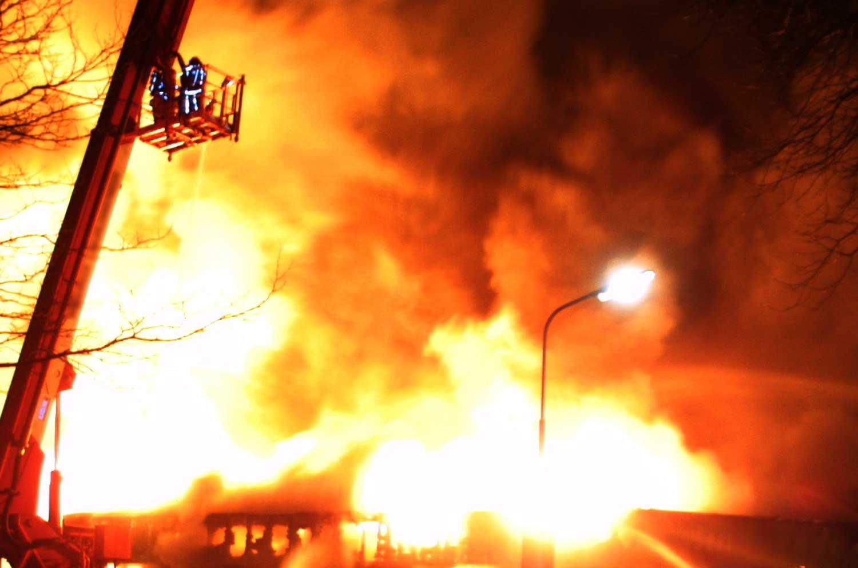 brand-vlammen-rook-hoogwerker