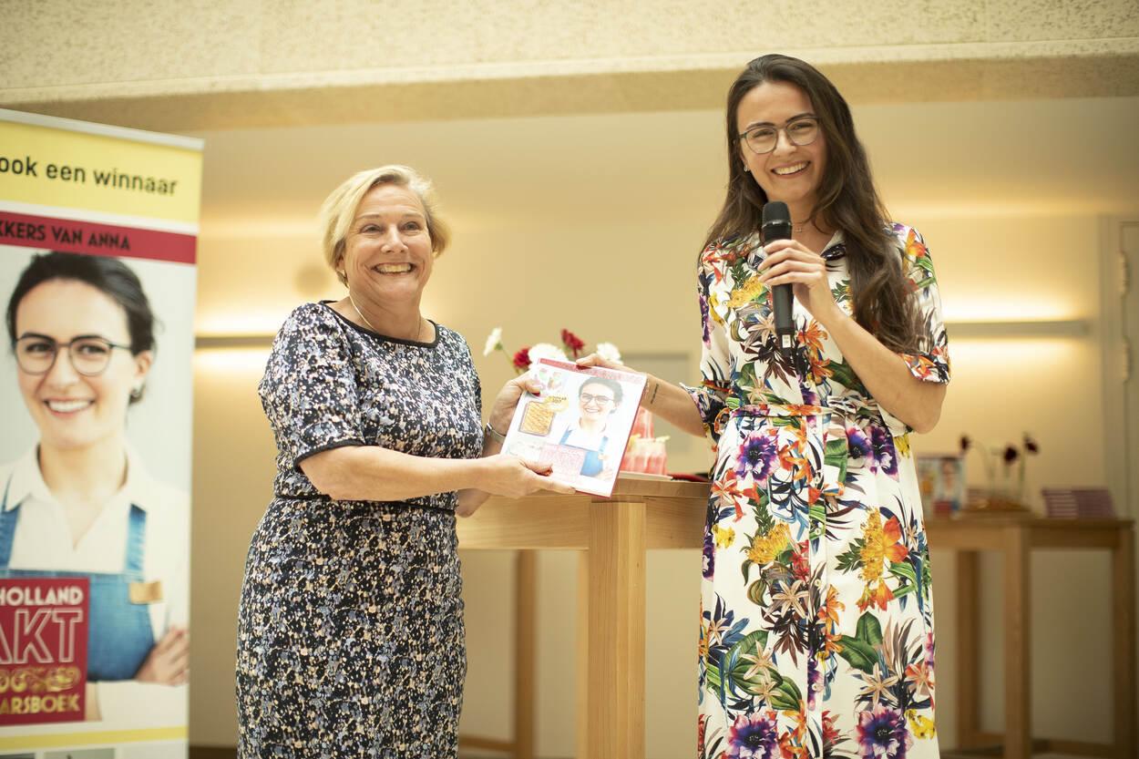 Foto van minister Bijleveld en Anna Yilmaz