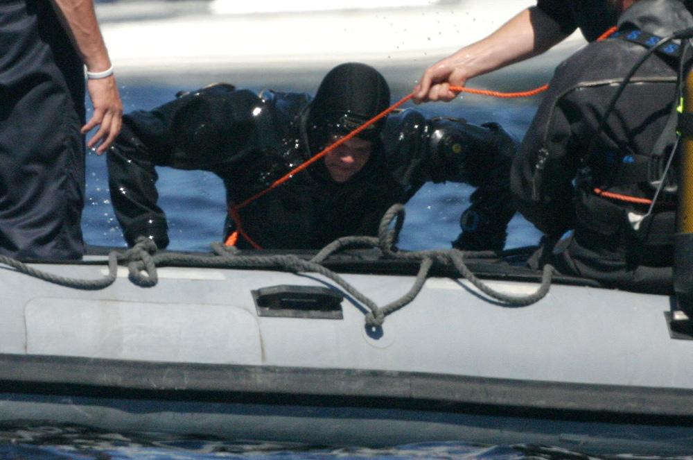 Foto van duiker Marine in rubberboot | Archief EHF