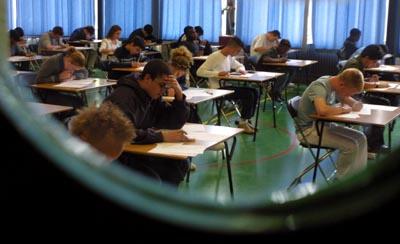 Foto van leerlingen tijdens examen | Archief EHF