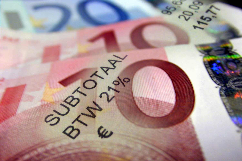 factuur-geld-biljetten-btw