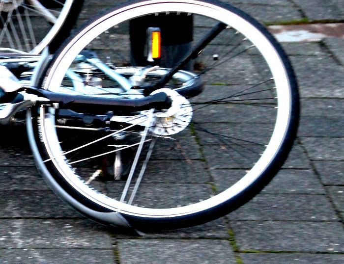 Foto van fiets op de grond   MV