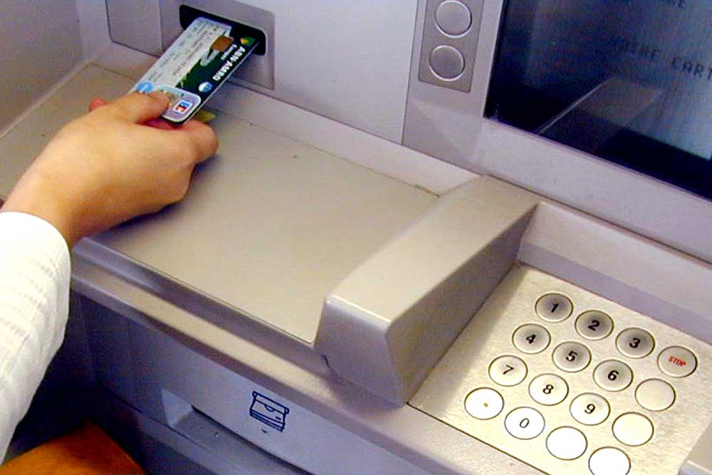 Foto van geldautomaat pinnen   Archief EHF