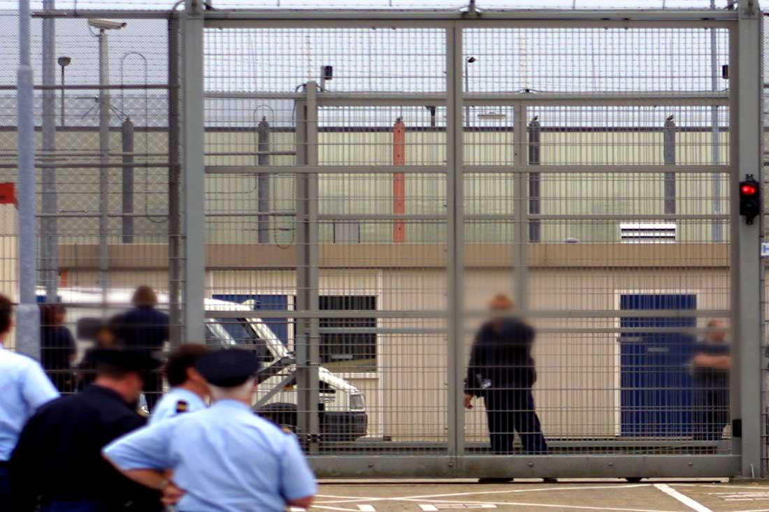 gevangenis-prikkeldraad-camera
