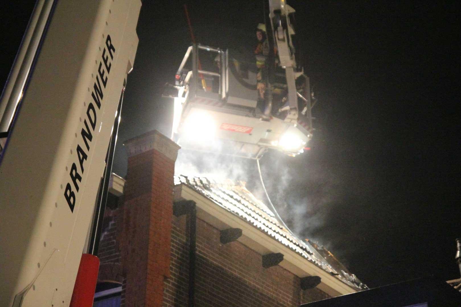 hoogwerker-brandweer-dak