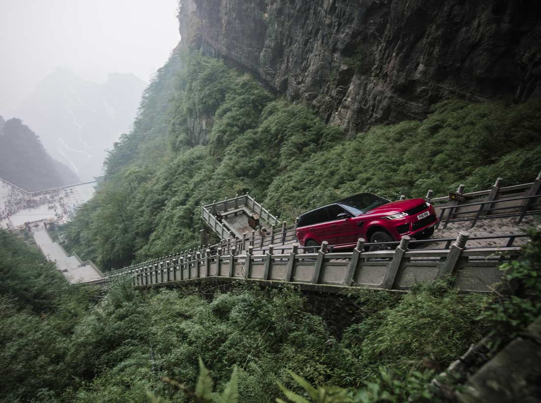Range Rover Sport PHEV beklom Heaven's Gate met 999 treden