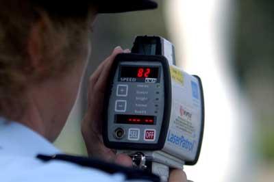 Foto van lasergun controle snelheid politie   Archief EHF