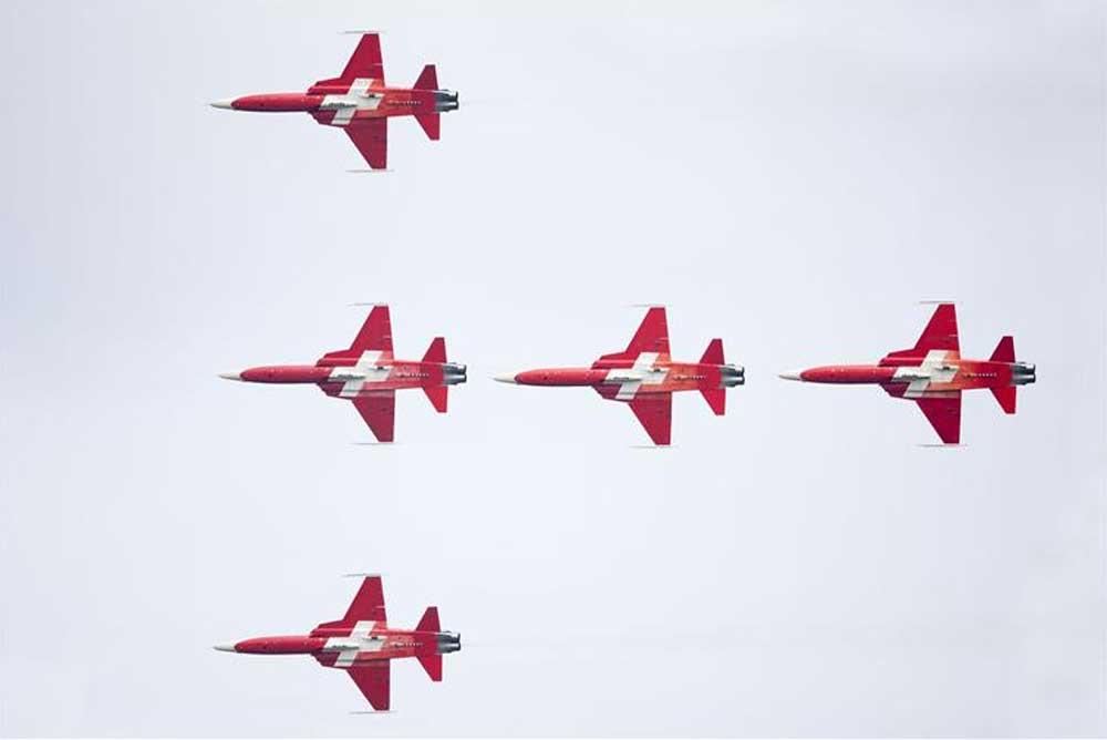 Foto van vliegformatie luchtmachtdagen Volkel | Min. Defensie