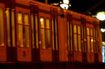 Vrouw door man voor metro Berlijn geduwd en overleden