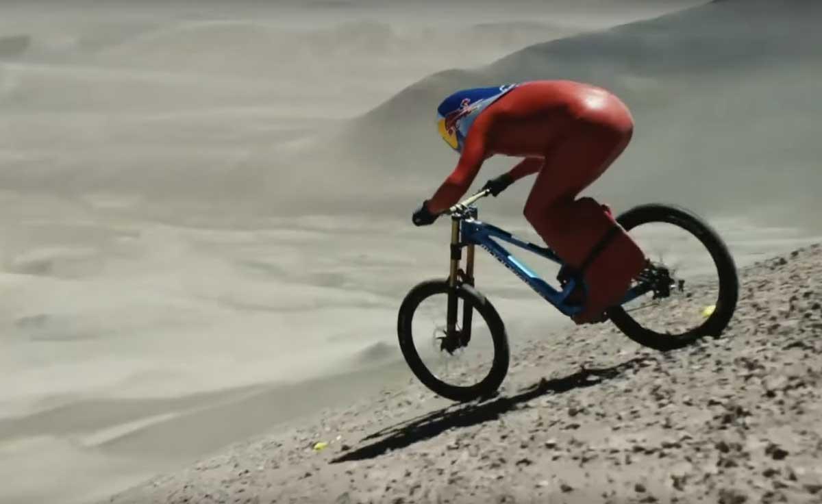 Met 167,6 km/u op standaard mountainbike van berg af