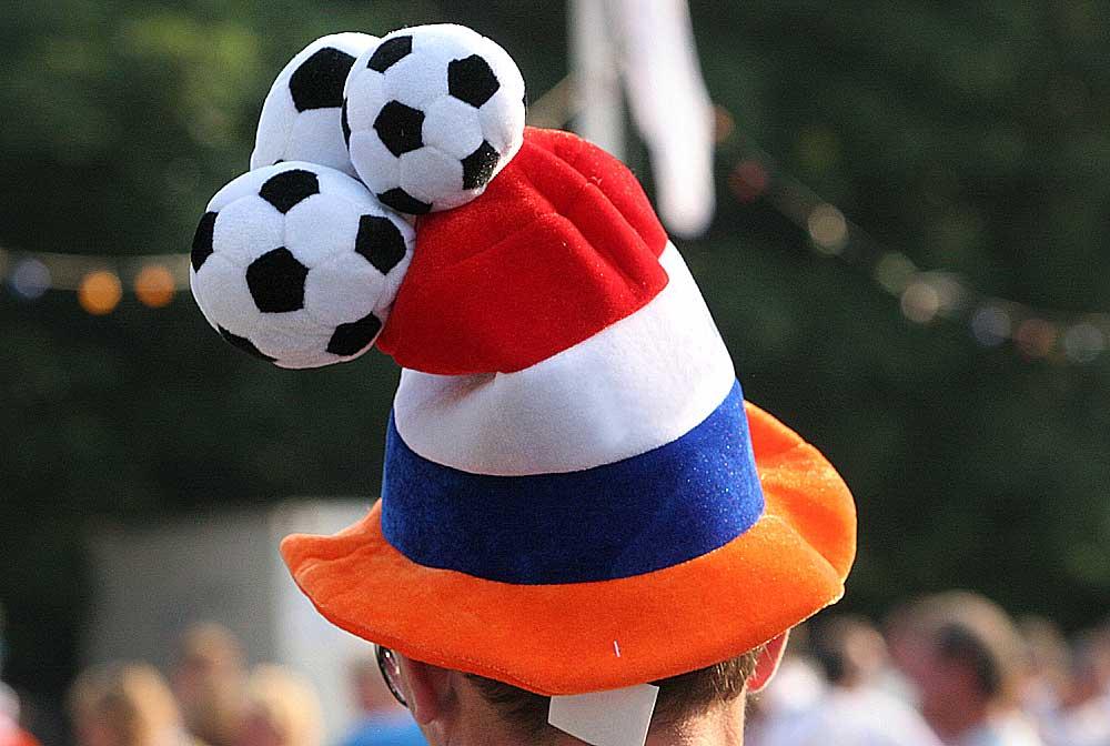 Foto van Oranje voetbal muts   Archief EHF
