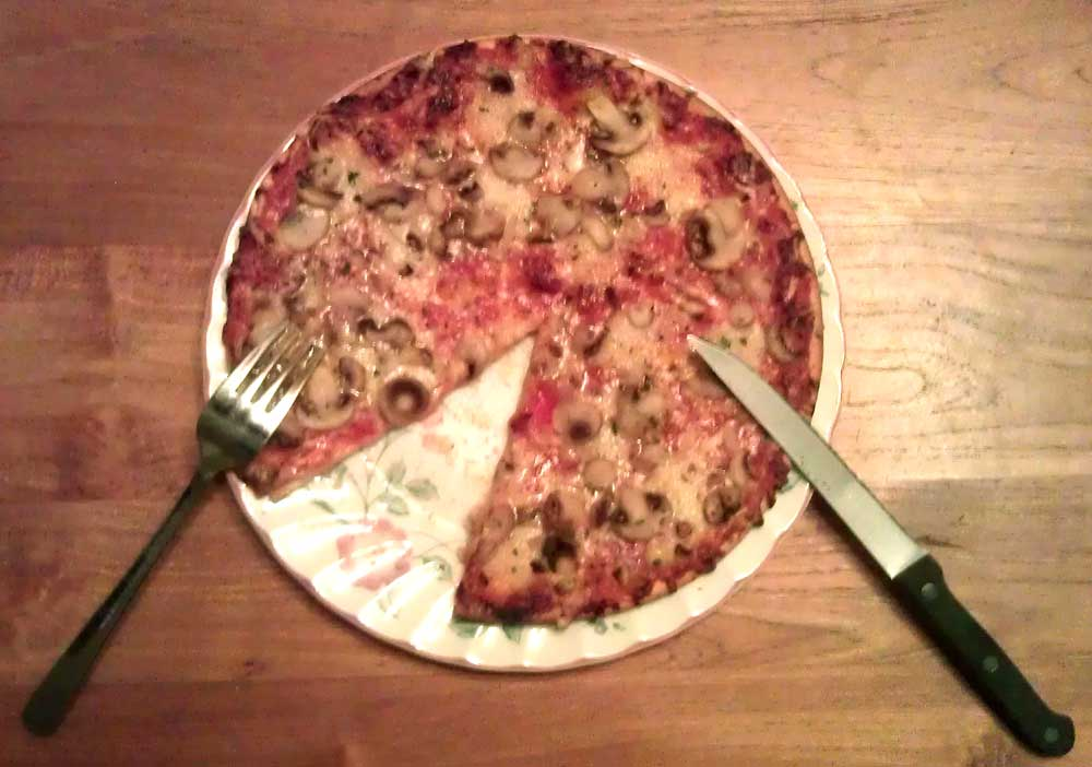 Foto van pizza bord mes vork | Archief EHF
