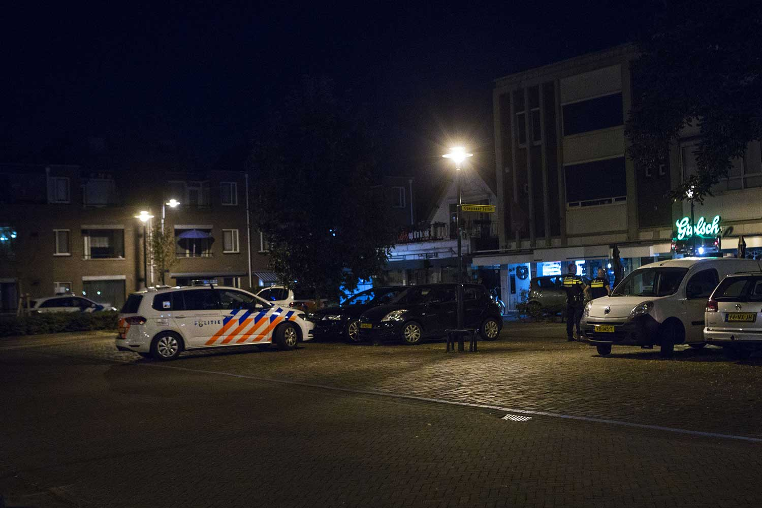 politieauto-cafe-donker