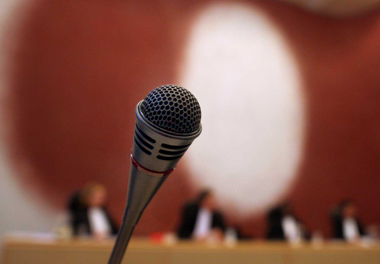 rechtbank-microfoon-rechter