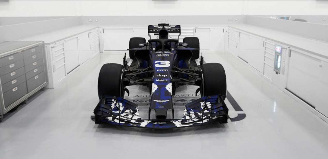 De nieuwe F1 raceauto van Verstappen de RB14