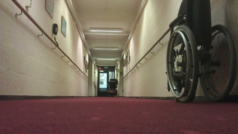 rolstoel-gang-eenzaam-ouderen