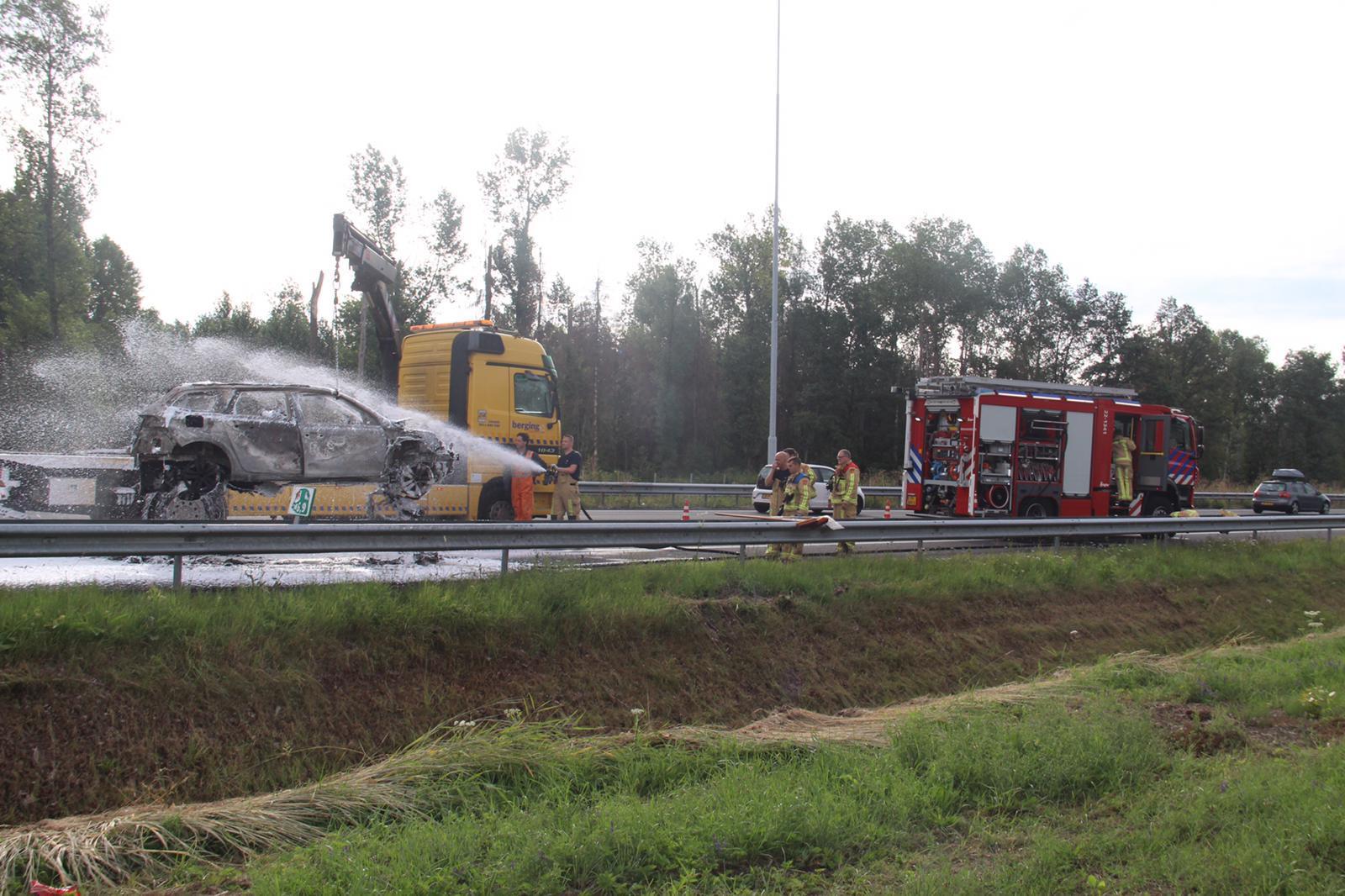 Foto van autobrand na aanrijding