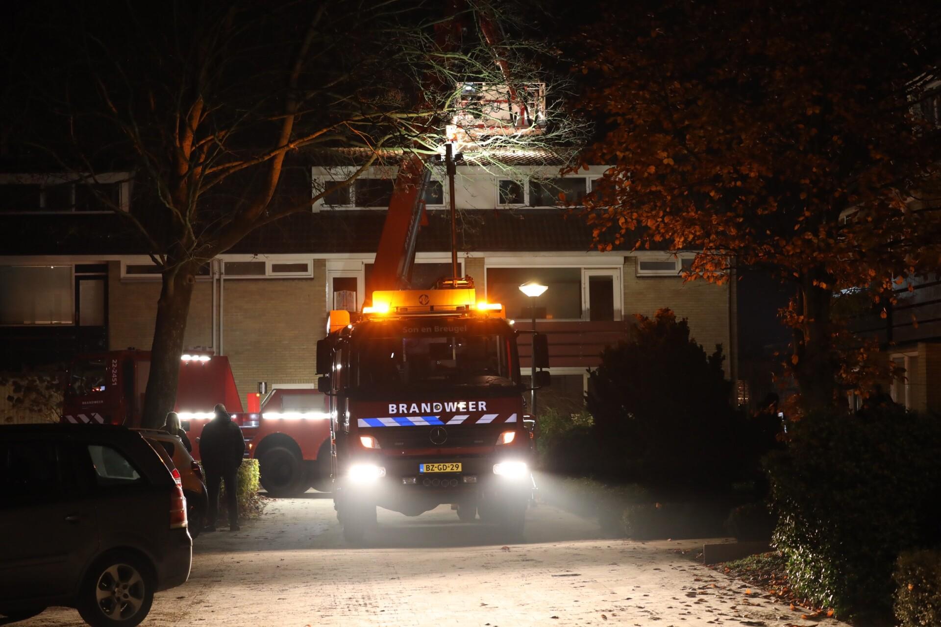 Brandweer bij schoorsteenbrand