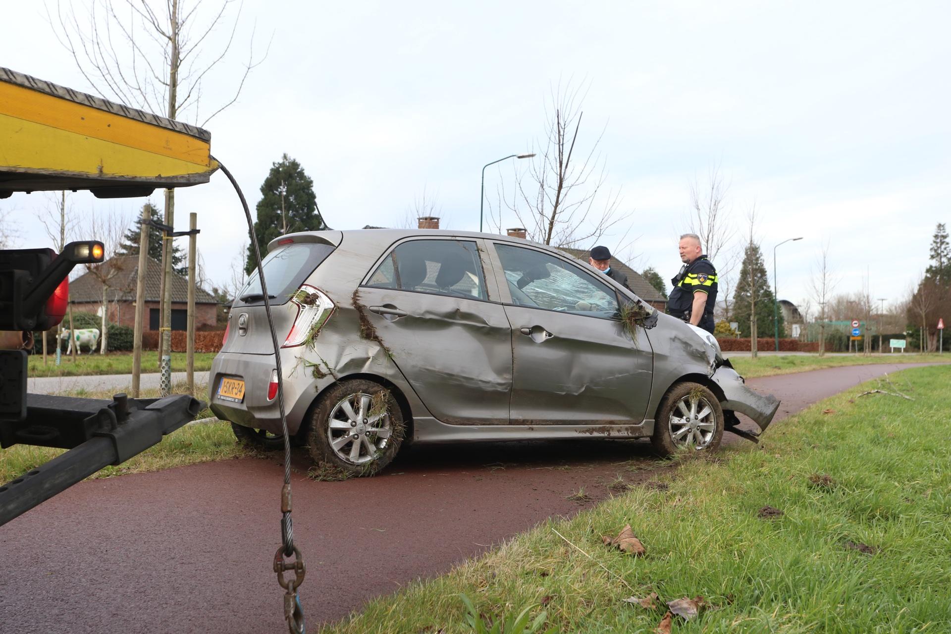 Zwaar beschadigde auto