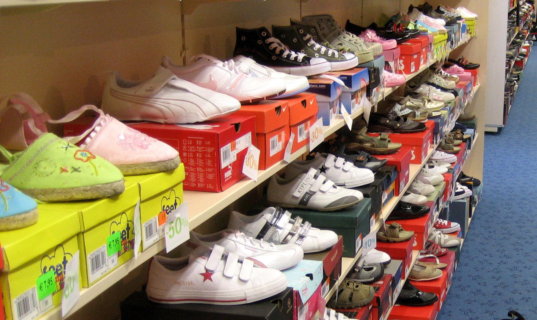 Man aangehouden voor heling van duizend schoenen
