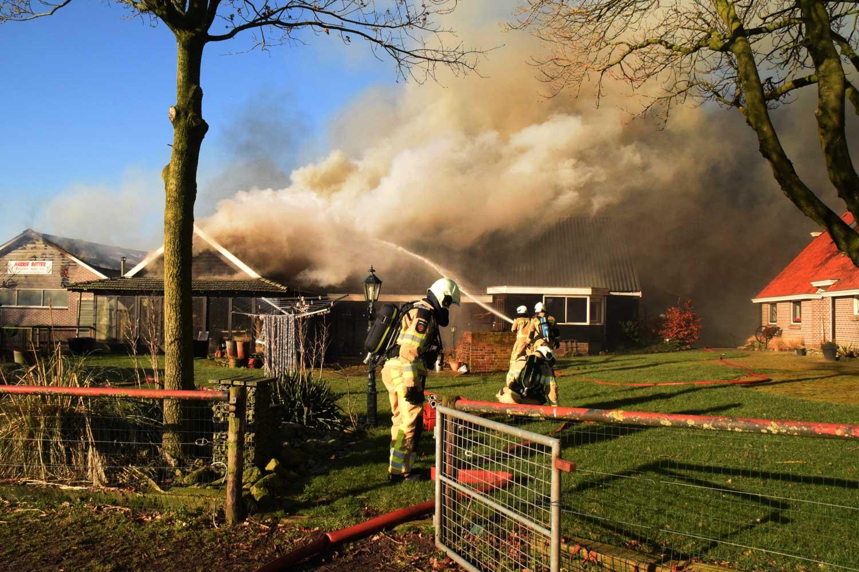 Grote brand in schuren in Drentse Kerkenveld