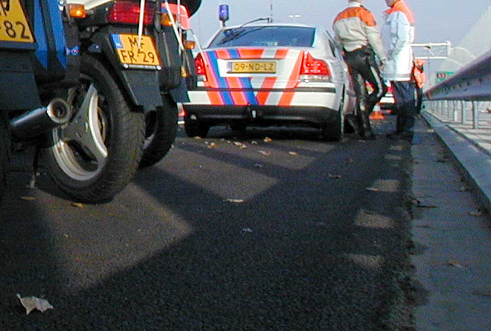 Foto van politie auto motor vluchtstrook snelweg | Archief EHF