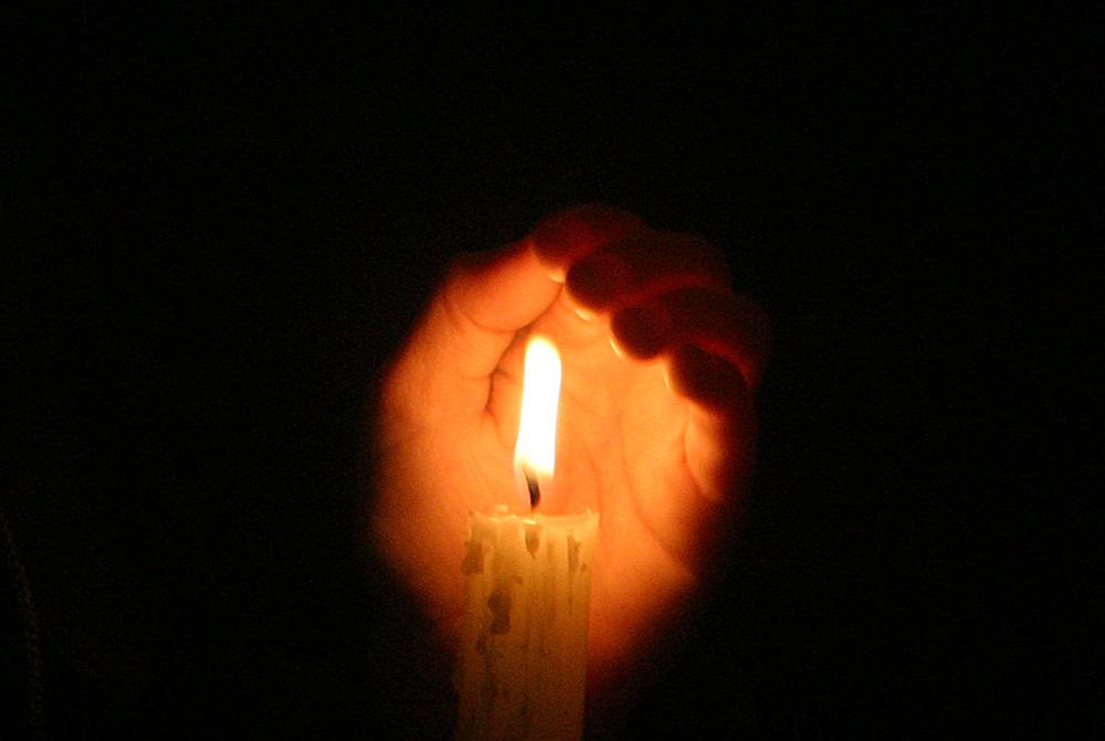 Foto van kaars vlam donker | Archief EHF