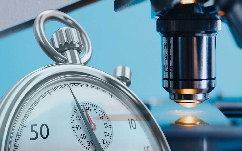 stopwatch-microscoop-coronavirus