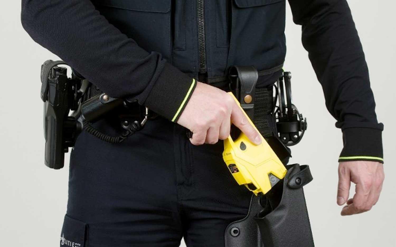 Politie voorkomt zwaarder geweld door dreigen met stroomstootwapen