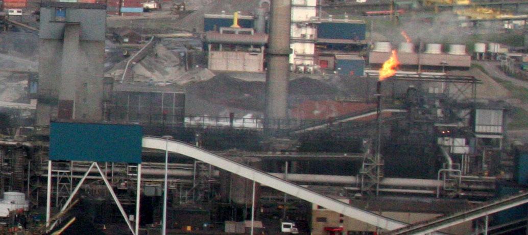 Grote brand bij staalfabrikant Tata Steel in Velsen-Noord
