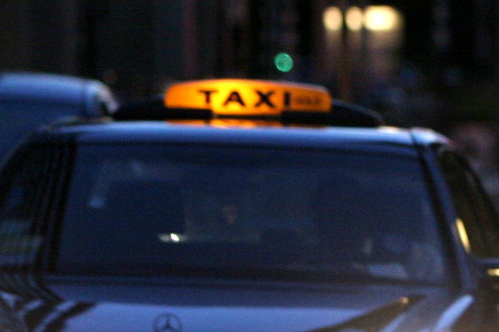 taxi-avond-daklicht