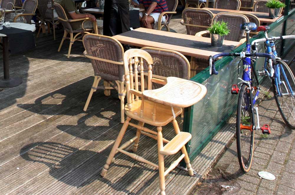 terras-horeca-fiets-zomer