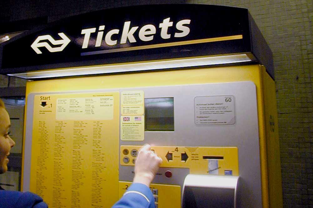 Foto van trein kaartje automaat   Archief EHF