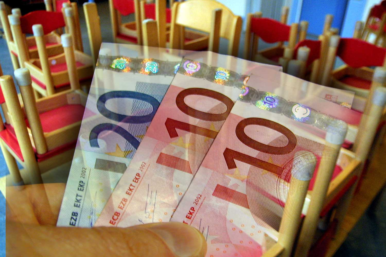 vergoeding-eurobiljetten-hand-kinderopvang