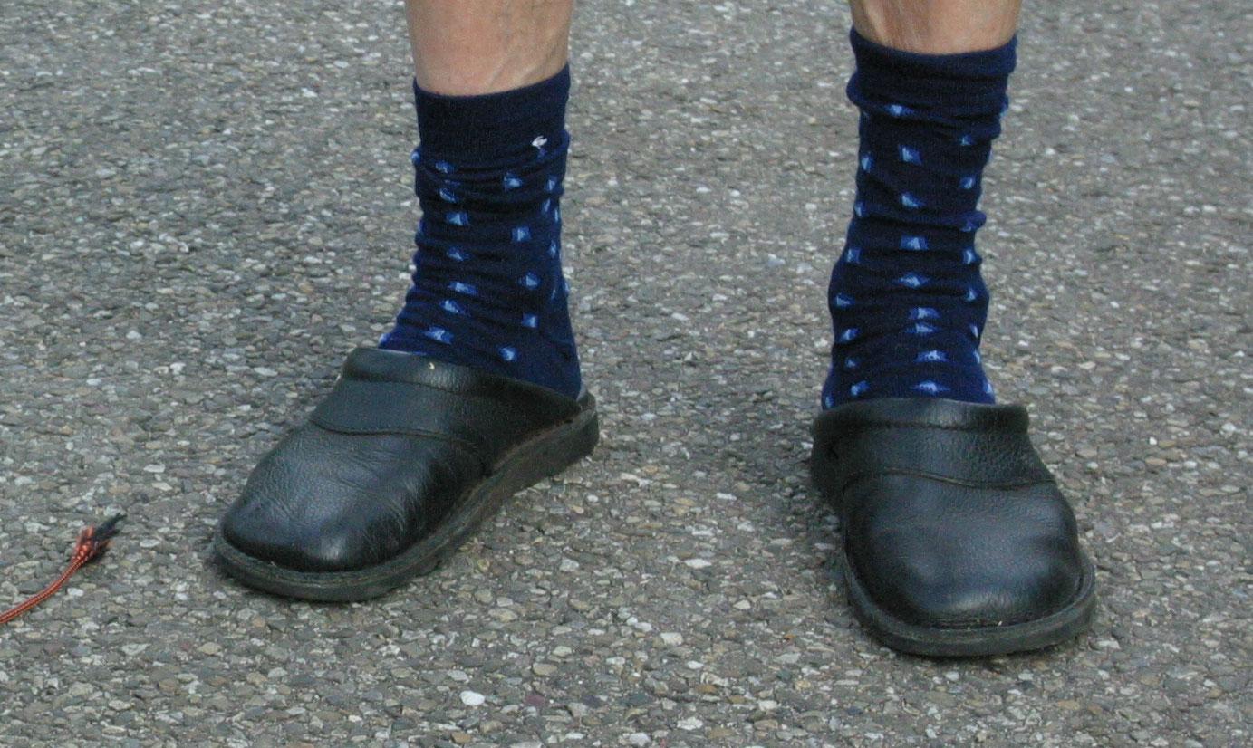 foto van verwarde man wandeld | fbf