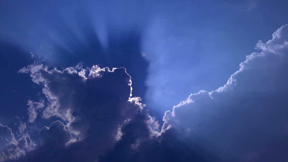 zon-wolken-tegenlicht