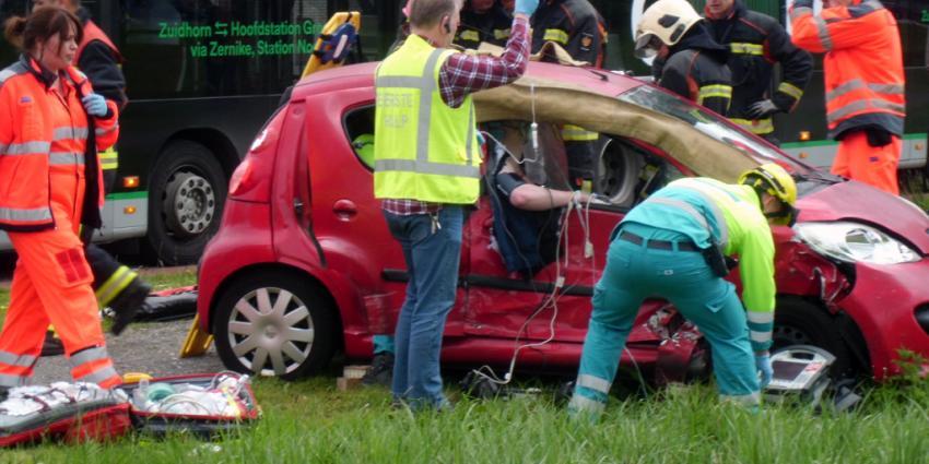 Twee gewonden na zware aanrijding