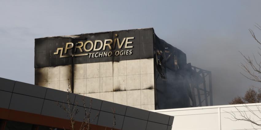 Zeer grote brand verwoest bedrijf in Son